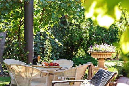 Villa Lemoni- Adelaide Hills Retreats (2 nights+)