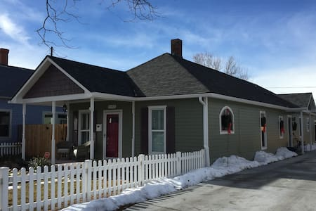Remodeled historic cottage in Downtown Littleton - ลิตเติลตัน - บ้าน