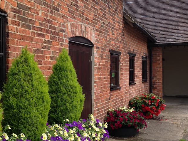 Wren's Retreat at Marsh Farm Bed and Breakfast - Abbots Bromley - Leilighet
