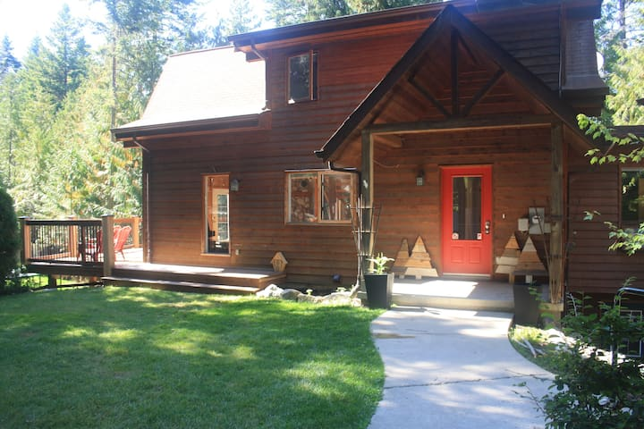 The Tillicum Lodge - gather to ski/hike/bike/swim!