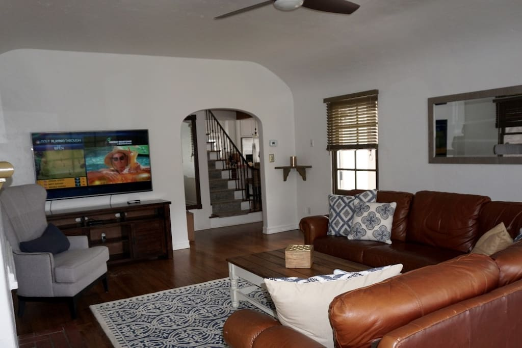 Family Room -flat screen tv with Direct TV