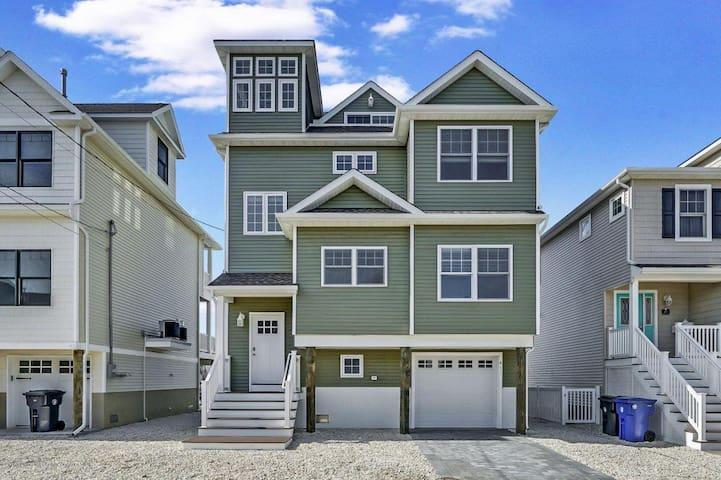 Newly-Built Spacious Beach House Getaway