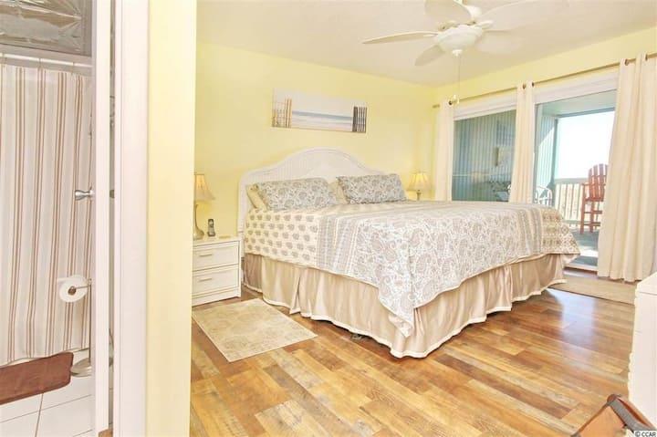 Lavish Oceanfront 3 Bedroom Villa    3 Bath