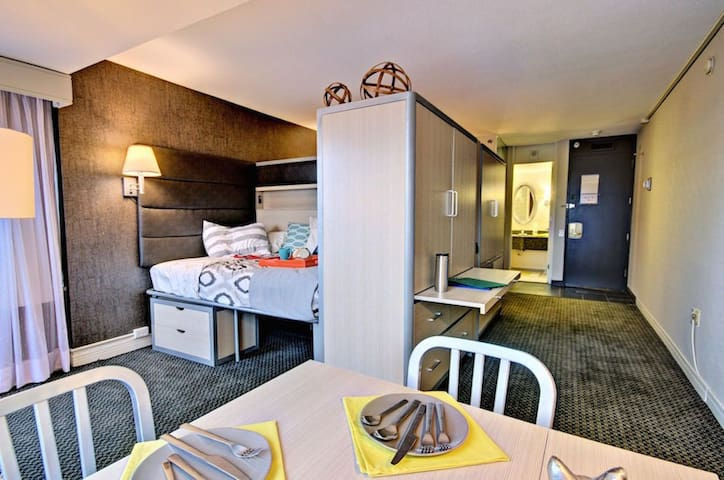 Evo Centre-Ville- Room 14E Floor - Condominiums For Rent In Montréal