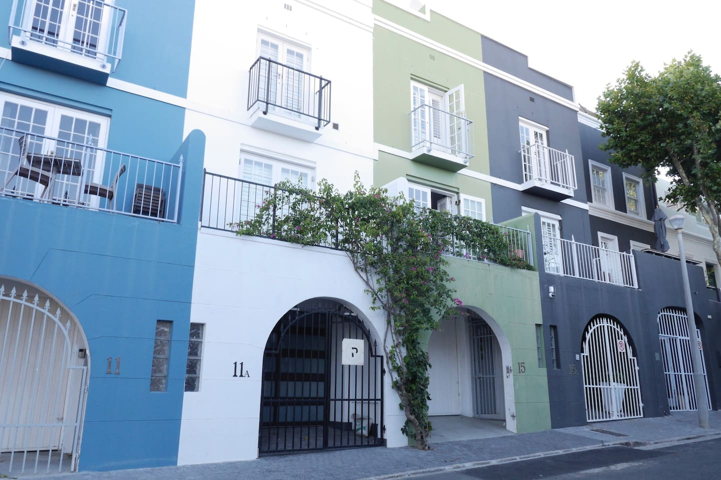 The house is located on trendy Loader Street - walking distance to the CBD, a number of restaurants and bars, and boutique shops