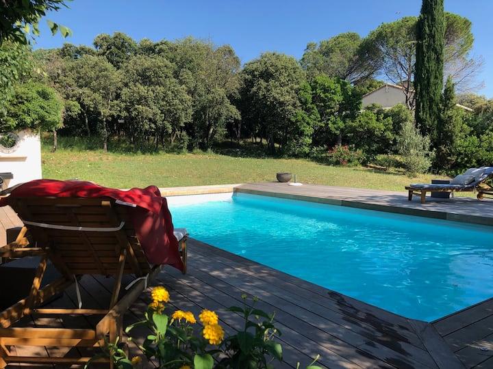 Maison de vacances & piscine sur terrain arboré