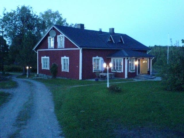 Cosy country home on a small scale farm for rent. - Karis - Casa