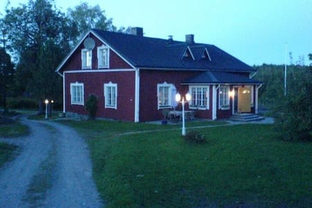 Cosy country home on a small scale farm for rent. - Karis - House