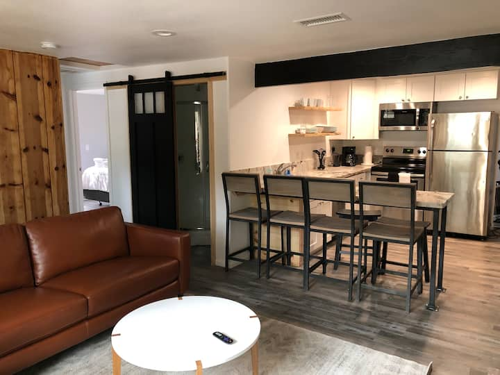 Newly Renovated House w/deck: Downtown Wrightwood