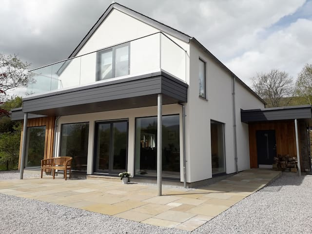 Stylish new house with stunning Loch Tay views