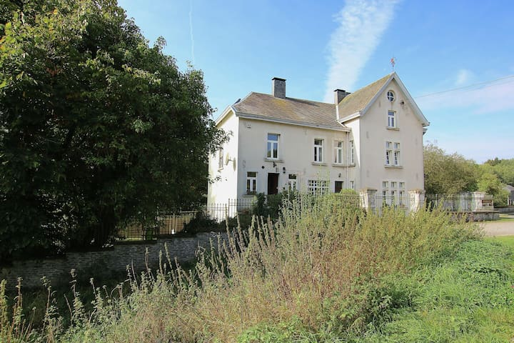 Luxury cottage with fireplace on the Sûre at Bastogne