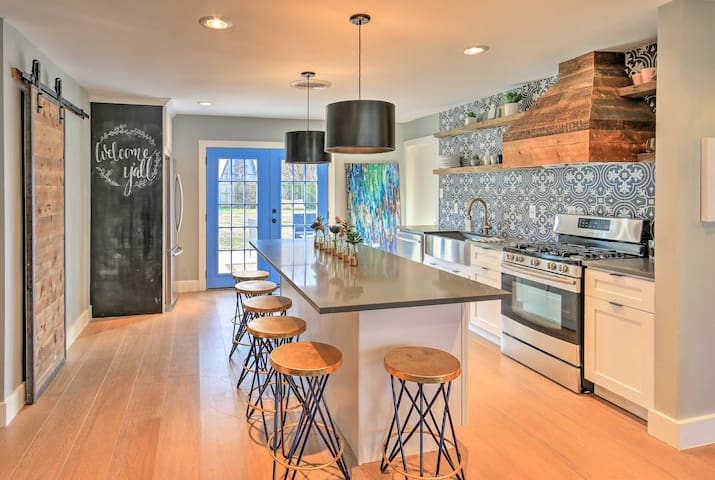 NEW! Remodeled 4BR Home Mins to AT&T Stadium!