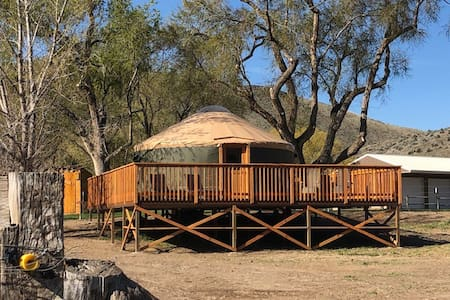 Owyhee River & Canyonlands Yurt w/ large deck