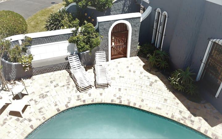 Modern private Pool Villa in Panorama, Cape Town