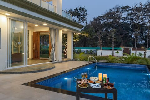 7 Seas- Beautiful 7 Bedroom Pool Villa in Alibaug