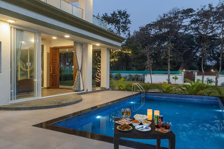 7 Seas- Beautiful 7 Bedroom Pool Villa in Alibaug