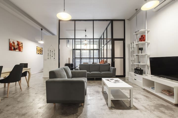 Inner City Living in Spacious Warehouse Conversion