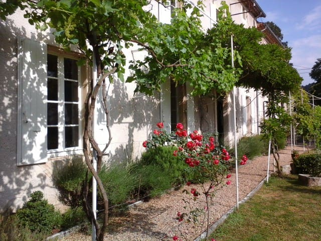 Charming manoir in the village