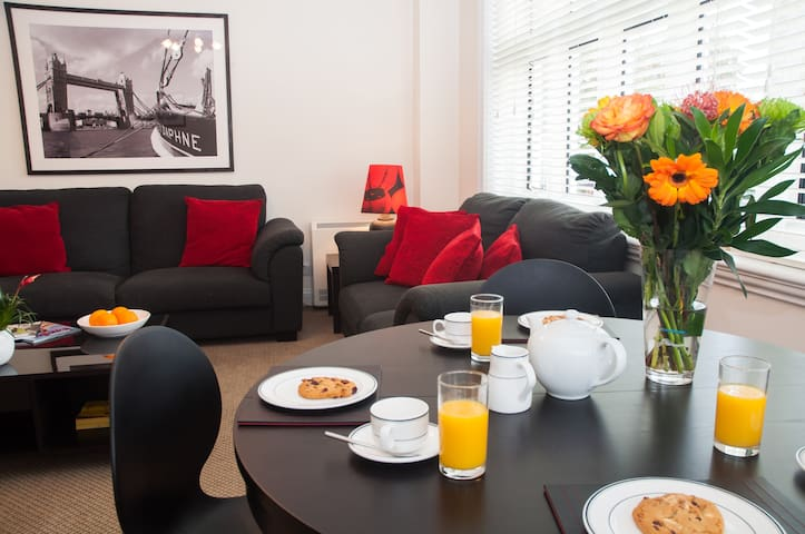 3 Bed apartment, gated complex on River Thames - Staines-upon-Thames