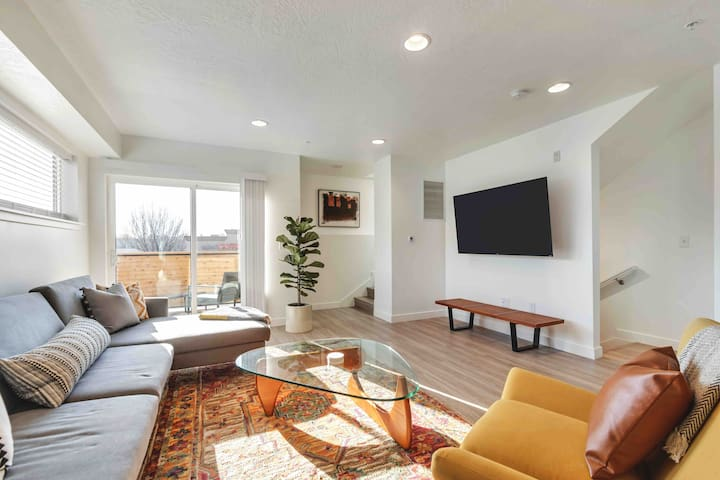 Moroccan Mountain Downtown Townhome:2 Suites/2.5BA