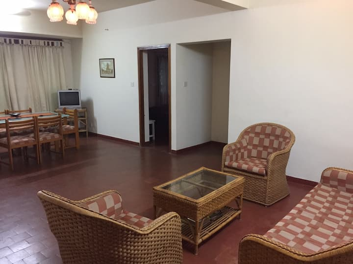 2 bedroom apt. in Kawdiar with onsite caretaker