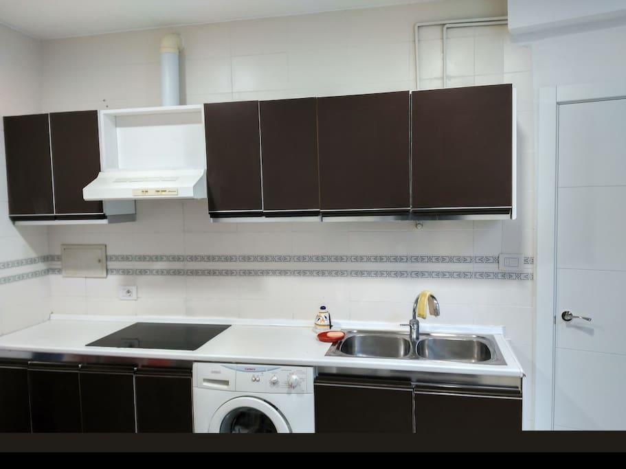 lavadora, horno y microondas, vitrocerámica, caldera de agua caliente