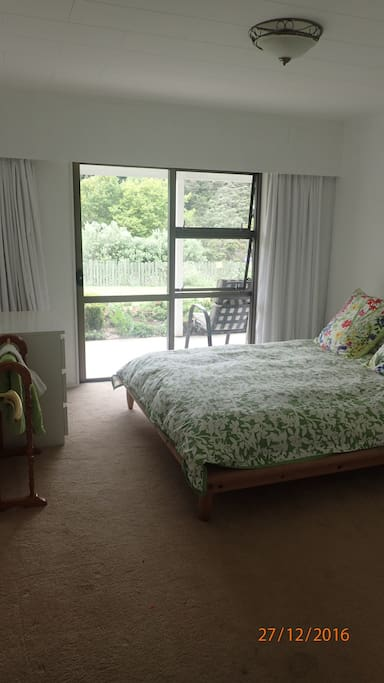 Guest bedroom, featuring queen size flexi slat bed, quality cotton sheets, feather duvet and pillows.