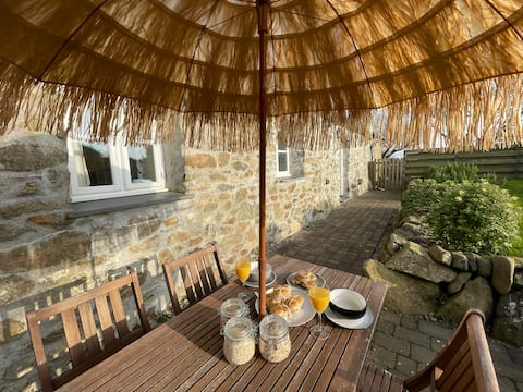 Trefechan Wen Barn - Spacious quiet coastal escape