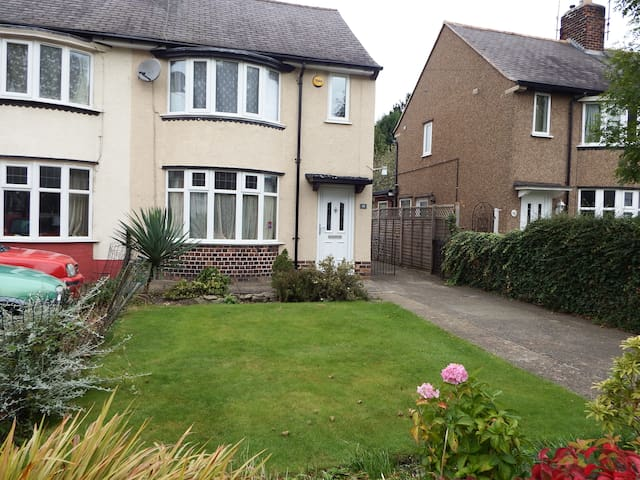 Semi detached house. 3 bedrooms. - Chesterfield