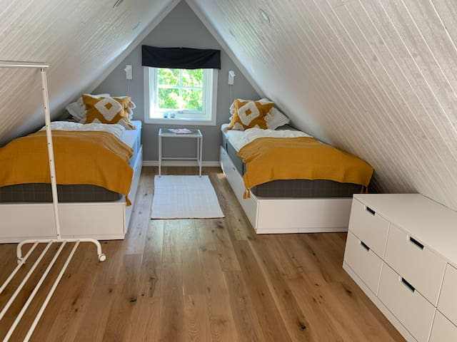Bedroom nr 2/loft Closets and storage under the beds