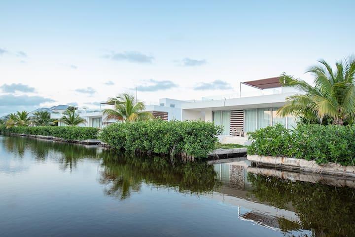 ★Private Villa in Mahogany★Rooftop Pool 2BR 2.5BA