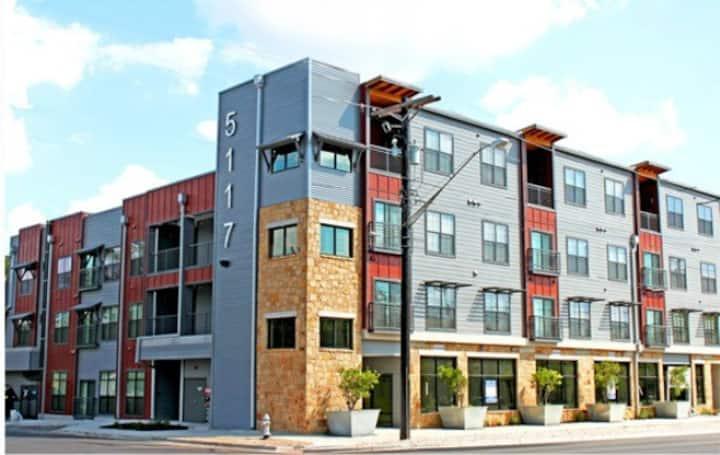 N.Lamar. Economic Spot in Great Community