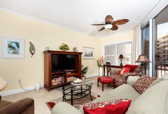 Gorgeous Amenities in 201 like crown molding and custom ceiling fans