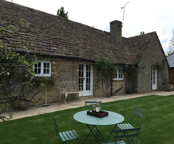Pretty Gloucestershire 2 bedroom cottage - Southrop - Dom