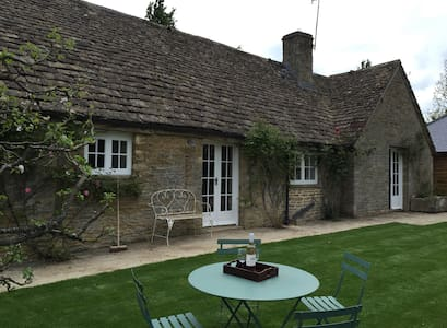 Pretty Gloucestershire 2 bedroom cottage - Southrop