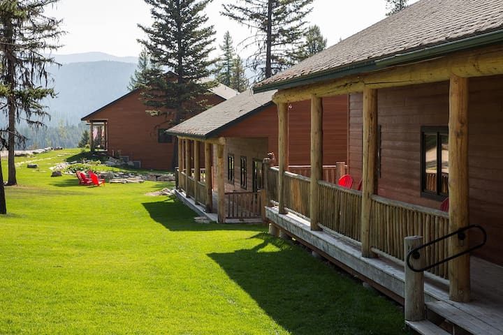 Moose Bunkhouse-on private 360 acres