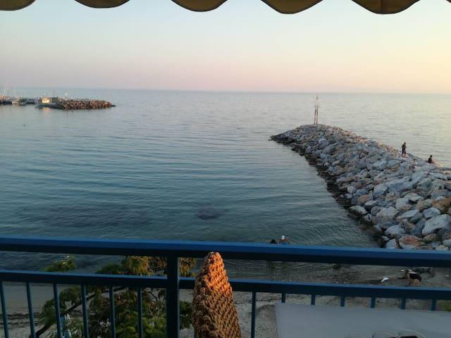 Διαμέρισμα μπροστά στη θάλασσα
