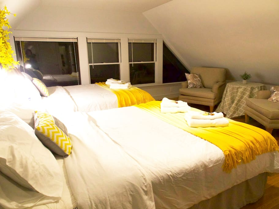 Nice Queen Size Beds with Clean Linens for You