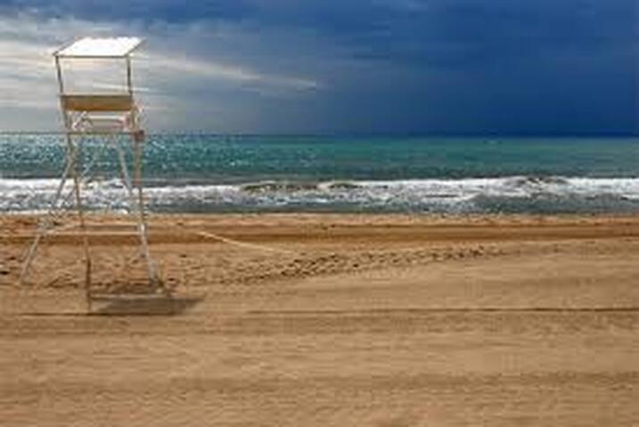 Amplio y bonito piso en la playa de Castelldefels