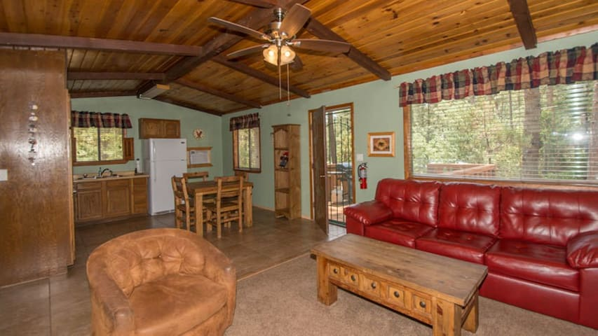"Whispering Pine Cabins ""Roadrunner"" - Whirlpool - Fireplace - Upper Canyon"