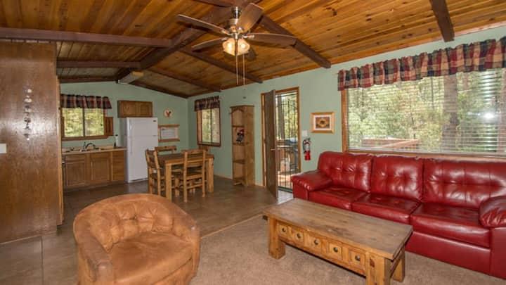 "Whispering Pine Cabins ""Roadrunner"" - Whirlpool - Fireplace - Upper Canyon"