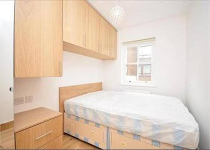 1 bedroom in luxurious house close to hyde park