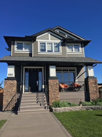 Immaculate 2 bed private suite 8 min from Red Deer