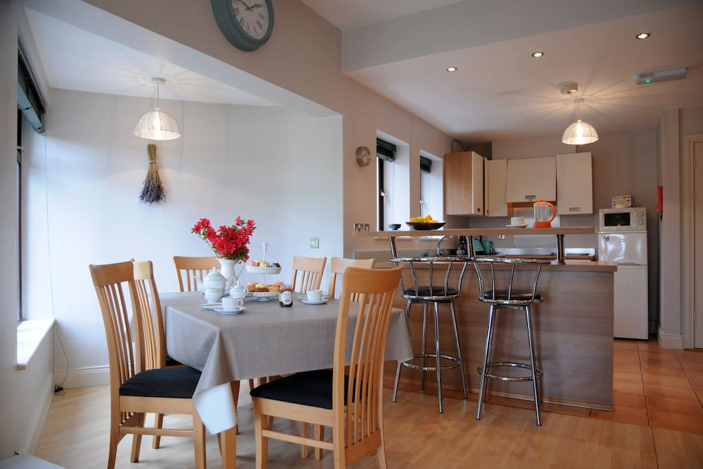 Dining table with seating for six and breakfast counter