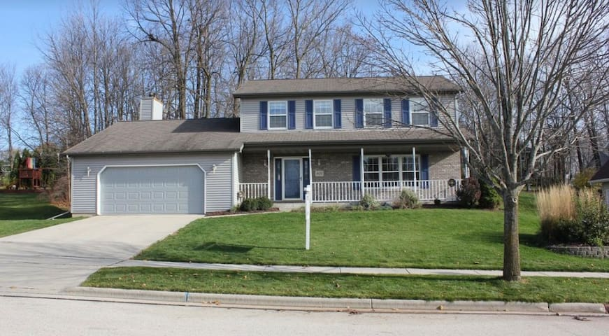 4 Bedroom Home - Near Road America