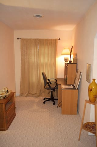Office alcove (EZ Bed can be set up here if desired)
