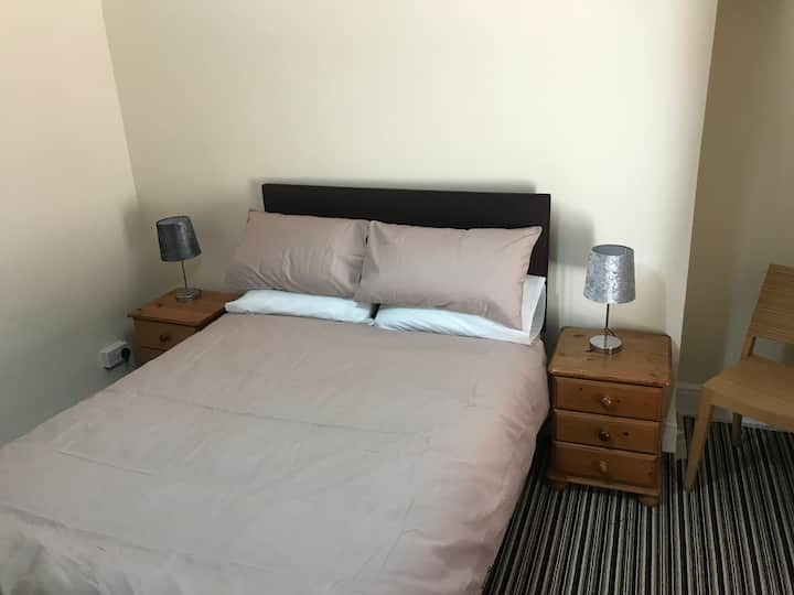 Room 7 - Beach View Oystermouth Road