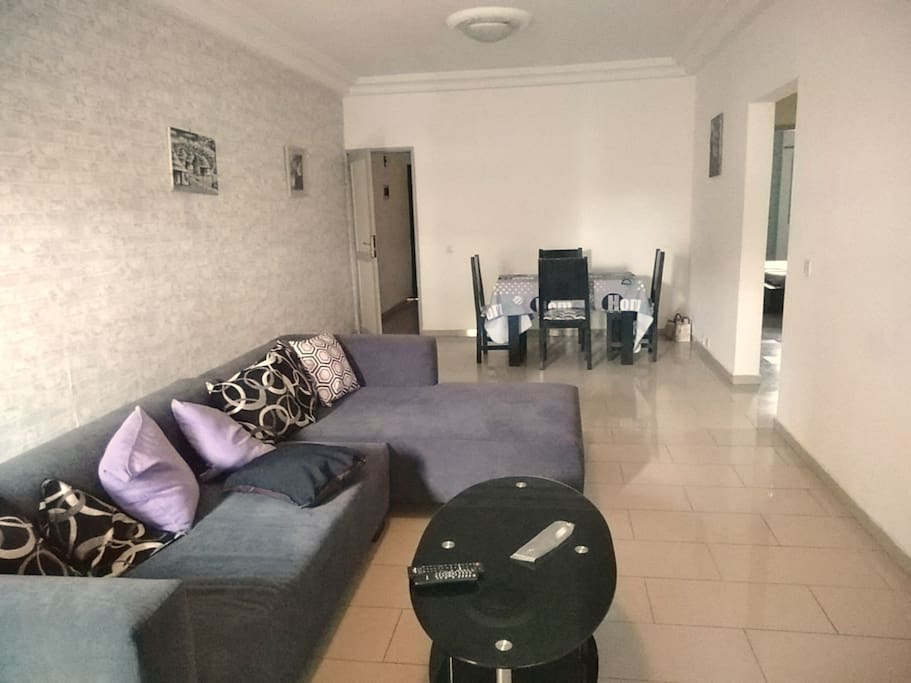 appartement spacieux en rez de chauss a5 apartments for rent in abidjan lagunes region. Black Bedroom Furniture Sets. Home Design Ideas