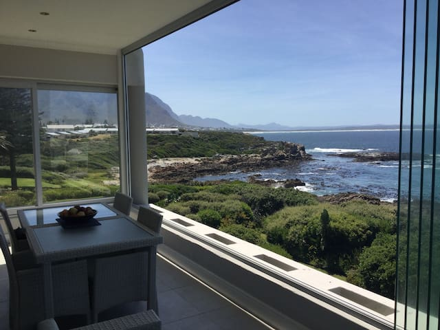 Ocean Rhythm Hermanus Premier sea-front apartment