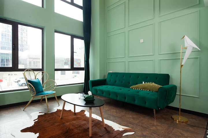 【蒂凡尼的早餐】复古法式Loft市区公寓杉杉in象巨幕投影